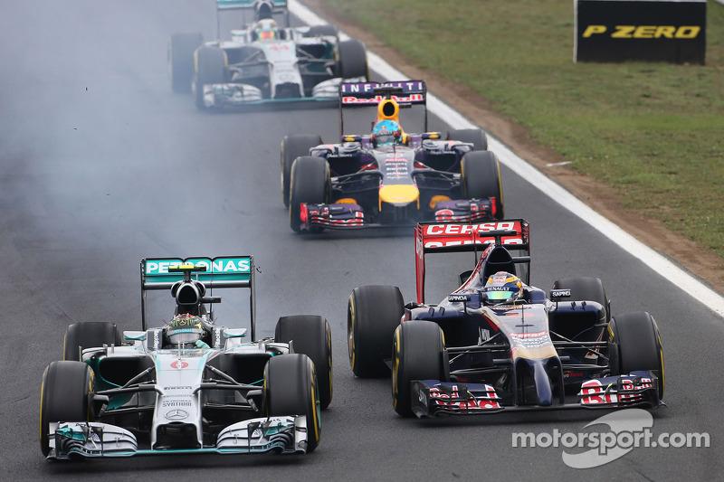 Nico Rosberg, da Mercedes AMG F1 Team, e Jean-Eric Vergne, Scuderia Toro Rosso
