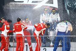 #51 AF Corse Ferrari 458 Italia: Cedric Mezard, Peter Mann, Francisco Guedes