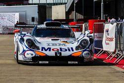 #26 Porsche 911 GT1/98: Brendon Hartley