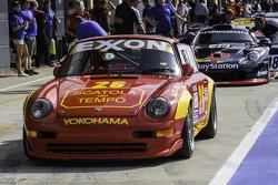 Porsche dans la pitlane