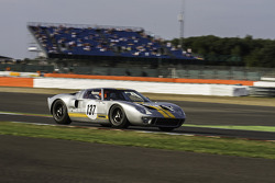 #137 Ford GT40: Philip Walker, Mike Jordan