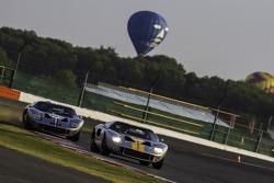#137 Ford GT40: Philip Walker, Mike Jordan, #123 Ford GT40: James Cottingham