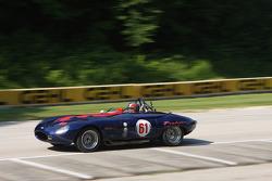 #61 1961 Jaguar XKE: Larry Ligas