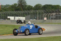 #88 1937 Bugatti type 57:Scott Larson