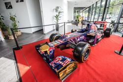 Toro Rosso aracı ana tribünde