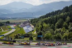 起步: Tom Blomqvist, Jagonya Ayam和Carlin Dallara F312 大众,领先车阵