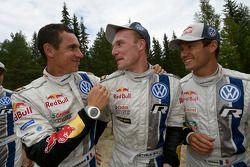 Winnaar Jari-Matti Latvala met tweede plaats Sébastien Ogier en Julien Ingrassia