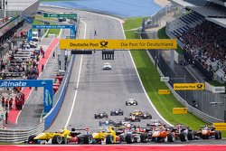 Start: Antonio Giovinazzi, Jagonya Ayam ve Carlin Dallara F312 Volkswagen ve Tom Blomqvist, Jagonya