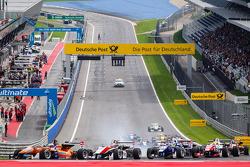 Start: Felix Rosenqvist, kfzteile24 Mücke Motorsport Dallara F312 Mercedes ve Max Verstappen, Van Am