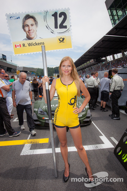 dtm-spielberg-2014-a-charming-grid-girl.