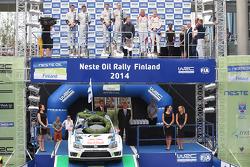 Podium: 1ers Jari-Matti Latvala et Miikka Anttila, 2èmes Sébastien Ogier et Julien Ingrassia, 3èmes Kris Meeke et Paul Nagle