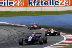 卡琳车队驾驶达拉拉F312大众赛车的爱德华·琼斯