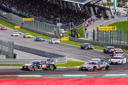 Timo Scheider, Audi Sport Takımı Phoenix Audi RS 5 DTM ve Joey Hand, BMW RBM Takımı BMW M4 DTM