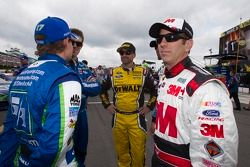 Marcos Ambrose, Richard Petty Motorsports Ford en Greg Biffle, Roush Fenway Racing Ford en Carl Edwa