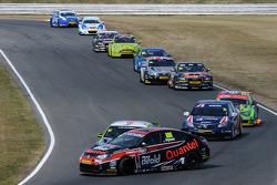 Jack Goff, RCIB Insurance Racing toucheert Marc Hynes, Quantel Bifold Racing