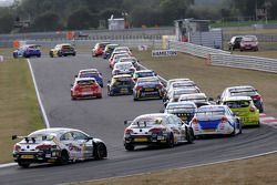 Alain Menu, chases the rest of the field after a DNF in race 2
