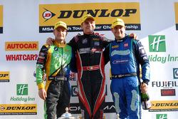 Racewinnaar Aron Smith, tweede plaats Mat Jackson, derde plaats Colin Turkington