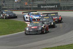 Ryan Dalziel, Porsche 911 GT3 leads the first lap