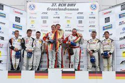 领奖台: 获胜者 Klaus Abbelen, Sabine Schmitz, Patrick Huisman, 第二名 Dominik Baumann, Thomas Jäger, Max Sand