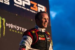 Winnaar Petter Solberg viert feest