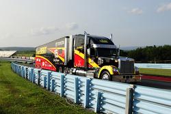 Tır: Clint Bowyer, Michael Waltrip Racing Toyota