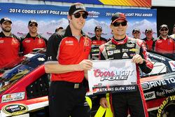 Polesitter Jeff Gordon, Hendrick Motorsports Chevrolet and crew chief Alan Gustafson