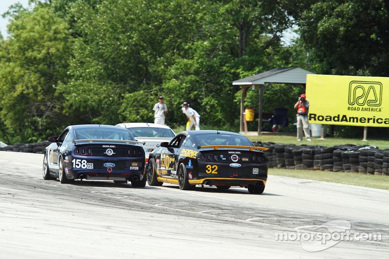 #158 Multimatic Motorsports Mustang Boss 302R: Ian James, Billy Johnson e #32 Phoenix American Motor