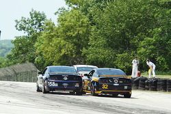 #158 Multimatic Motorsports Mustang Boss 302R: Ian James, Billy Johnson en #32 Phoenix American Moto