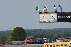 Een ronde te gaan: #76 Compass360 Racing Subaru WRX STi: Ray Mason, Pierre Kleinubing, leidt