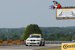 #23 Burton Racing BMW 128i: Terry Borcheller, Mike LaMarra kategori galibiyetine ulaşıyor