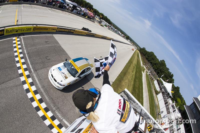 #23 Burton Racing BMW 128i: Terry Borcheller, Mike LaMarra kategori galibiyetine ulaşıyor