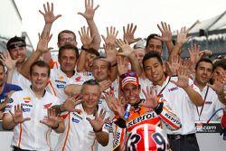 Vencedor da corrida Marc Marquez, Repsol Honda Team celebra 10 vitórias seguidas
