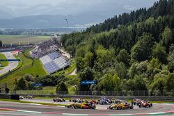 Départ : Tom Blomqvist, Jagonya Ayam with Carlin Dallara F312 Volkswagen et Antonio Giovinazzi, Jago