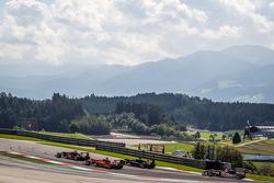 Prema Powerteam车队驾驶达拉拉F312梅赛德斯赛车的埃斯特万·奥孔,kfzteile24车队驾驶达拉拉F312梅赛德斯的罗伊·尼桑尼,West-TecF3车队驾驶达拉拉F312梅赛德斯赛