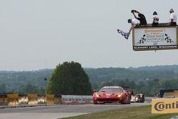 #62 Risi Competizione Ferrari F458: Giancarlo Fisichella, Pierre Kaffer takes the class win