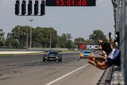 #19 PIXUM Team Schubert BMW Z4 GT3: Dominik Baumann, Claudia Hurtgen : Vainqueurs