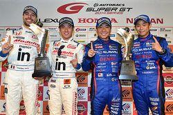 GT500 winnaars Naoki Yamamoto, Frederic Makowiecki, GT 300 winnaars Takuto Iguchi, Kouta Sasaki