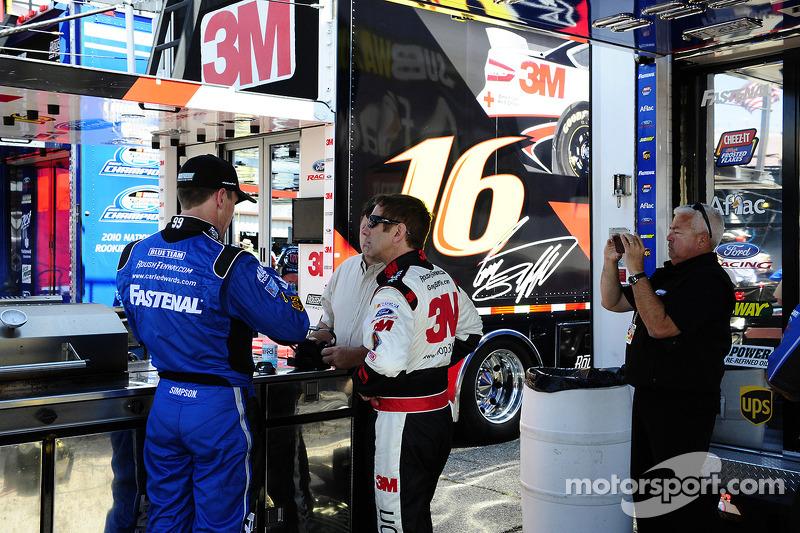 Carl Edwards, Roush Fenway Racing Ford ve Greg Biffle, Roush Fenway Racing Ford
