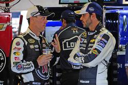Kevin Harvick, Stewart-Haas Racing Chevrolet ve Jimmie Johnson, Hendrick Motorsports Chevrolet