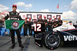 L'autore della pole Will Power, Team Penske Chevrolet