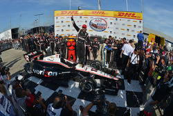 Il vincitore della gara Will Power, del team Penske Chevrolet