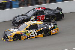 Ryan Newman, Richard Childress Racing Chevrolet et Josh Wise, Mike Curb Ford