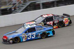 Brian Scott, Richard Childress Racing Chevrolet et Ryan Truex, BK Racing Toyota