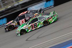 Ryan Truex, BK Racing Toyota en Kyle Busch, Joe Gibbs Racing Toyota