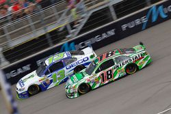 Casey Mears, Germain Racing Ford e Kyle Busch, Joe Gibbs Racing Toyota