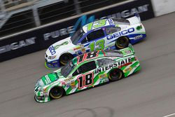 Casey Mears, Germain Racing Ford et Kyle Busch, Joe Gibbs Racing Toyota