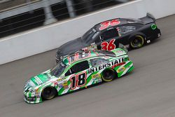 Kyle Busch, Joe Gibbs Racing Toyota et Reed Sorenson, Chevrolet