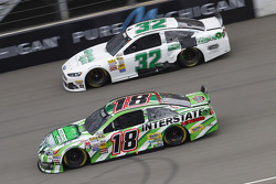 Terry Labonte, FAS Lane Racing Ford et Kyle Busch, Joe Gibbs Racing Toyota