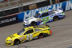 Matt Kenseth, Joe Gibbs Racing Toyota en Casey Mears, Germain Racing Ford