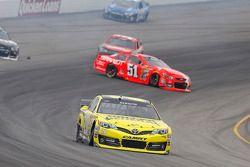 Matt Kenseth, Joe Gibbs Racing Toyota, crasht